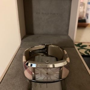 Burberry wristwatch
